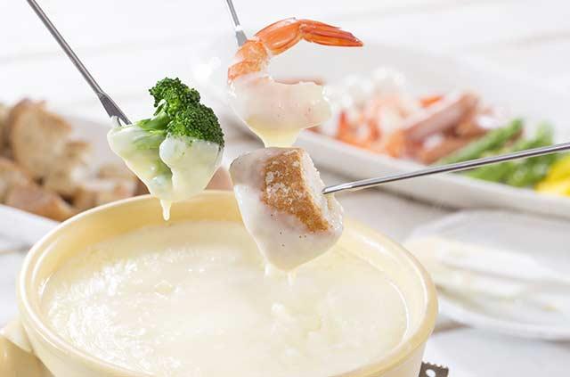 krewetka w sosie serowym fondue shrimp fondue
