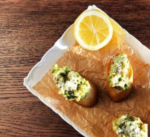 zapiekanka z pastą z krewetek i owoców morza bruschetta with shrimp and seafood paste